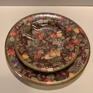 NWT GIBSON FALL DECORATED PAPER PLATE SET.